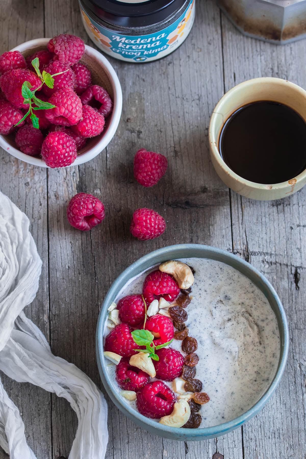 jogurt, crni kim, doručak